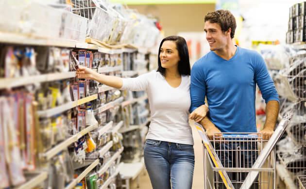 couple shopping for radon test
